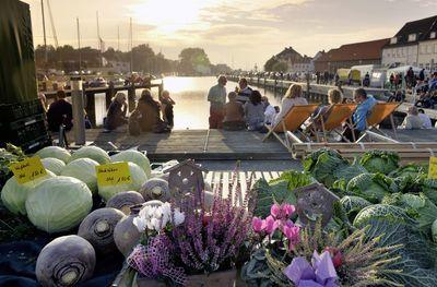 Bauernmarkt am Hafen in Glücksstadt