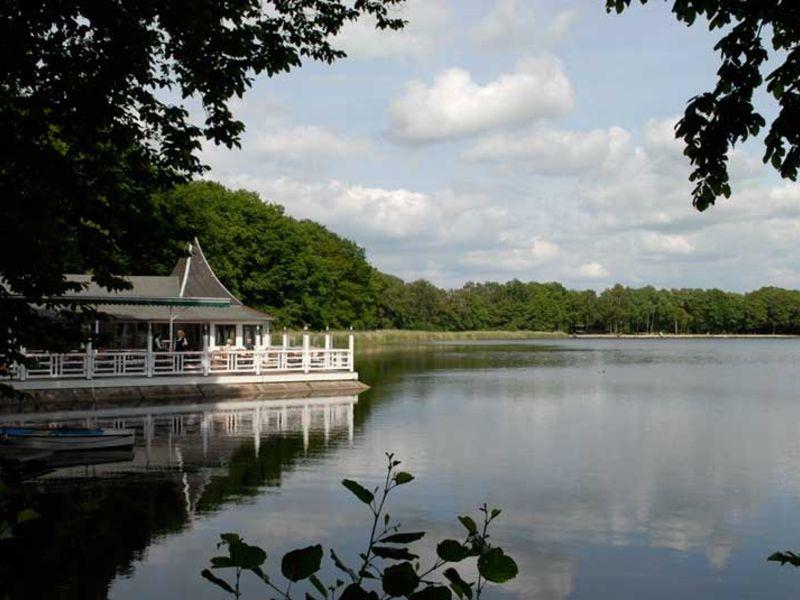 Das Naherholungsgebiet am Bokeler See bietet im Sommer ein reines Badevergnügen.