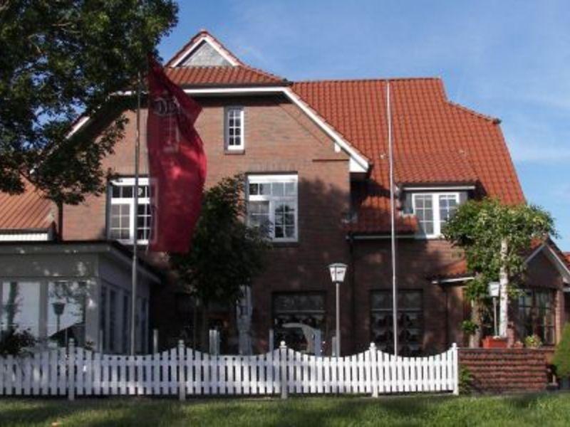 """Das Bild zeigt die Straßenansicht des Landgasthofes """"Zum Dückerstieg"""""""