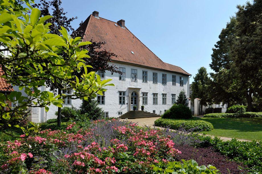 Das Kreismuseum Prinzeßhof, im Vordergrund der Garten mit einem Beet