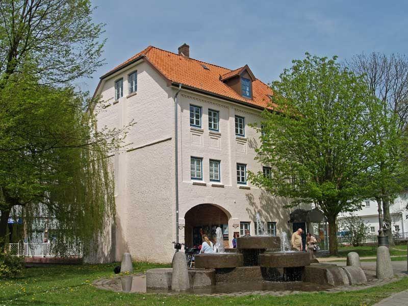 Der Kunstverein Elmshorn im Torhaus mitwechselnden Ausstellungen und Aktionen