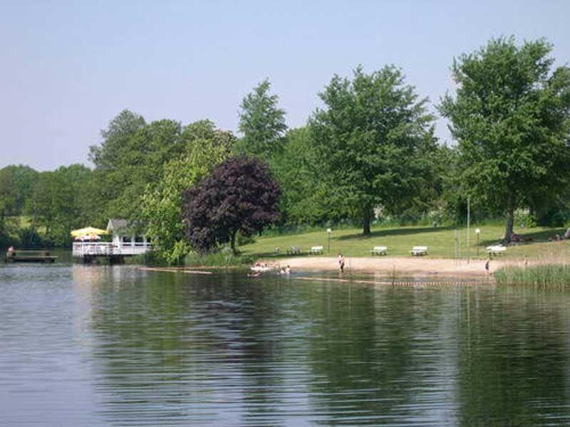 Ein besonderes Vergnügen ist das Baden oder Plantschen im Louisenbad Schenefeld.