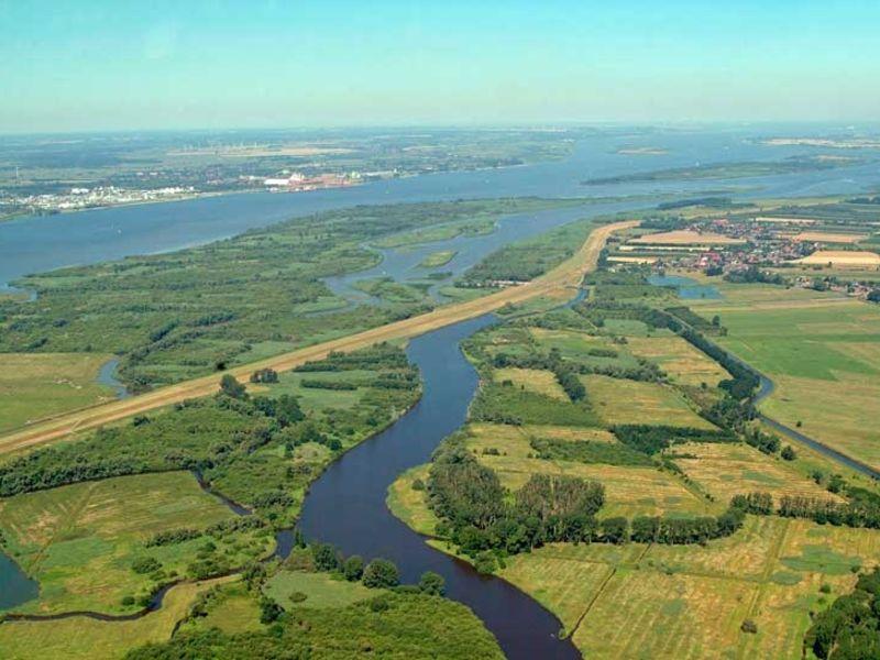 Das Naturschutzgebiet Haseldorfer Binnenelbe ist mit ca. 1.260 ha eines der größten in Schleswig-Holstein.