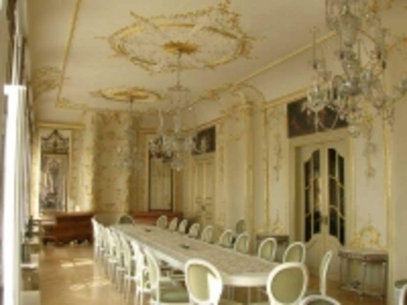 Das Bild zeigt den Spiegelsaal im Neuen Rathaus in Wilster.