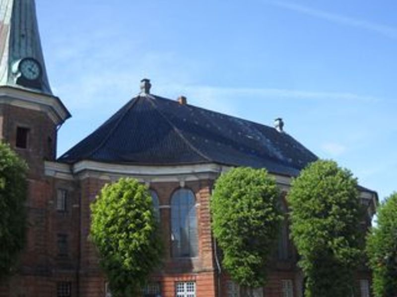 Das Bild zeigt die Kirche am Markt in Wilster.