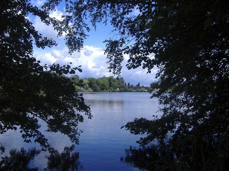Für Badefreunde und Sonnenhungrige lohnt sich ein Ausflug zum Strandbad Rantzauer See.