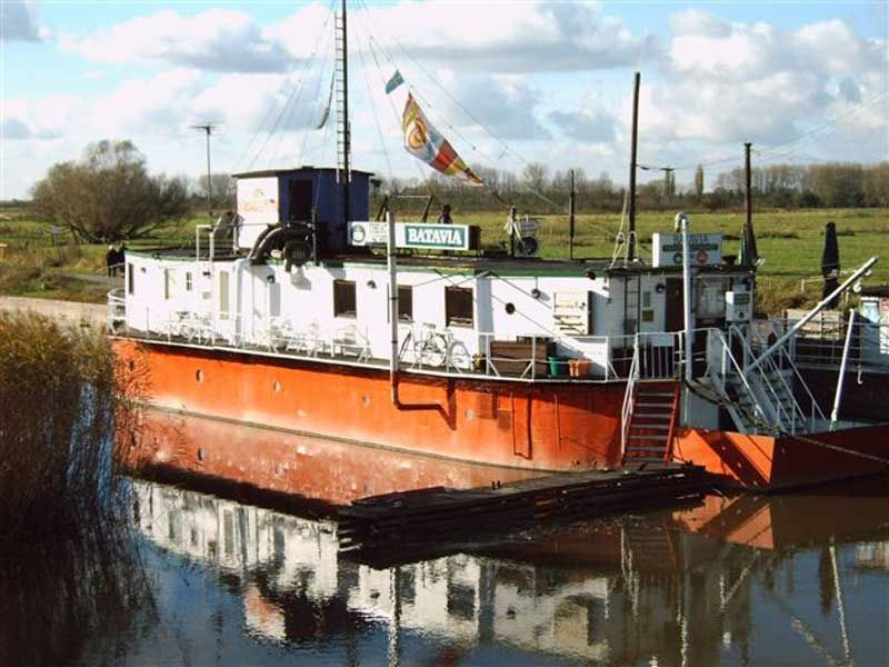 Das idyllisch gelegene Theaterschiff Batavia ist Gastgeber vieler unterschiedlicher Veranstaltungen.