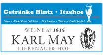 """Blauer Schriftzug """"Getränke Hintz - Itzehoe"""" mit einem blauen Weinglas am rechten Ende."""